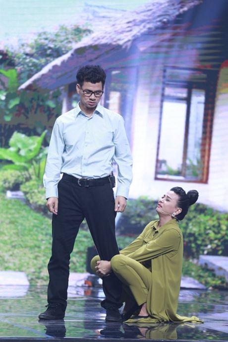 """Nha Cuoi: Hoai Linh nam """"ba dao"""" tren ghe xoay, Xuan Bac """"gai"""" Cao Thai Ha hon minh - Anh 18"""