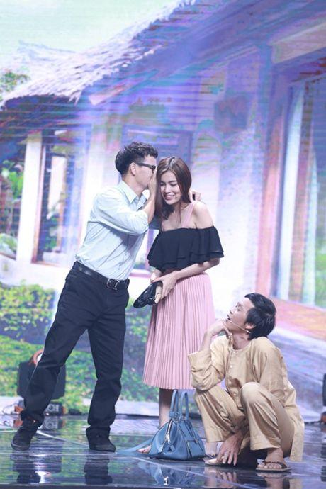 """Nha Cuoi: Hoai Linh nam """"ba dao"""" tren ghe xoay, Xuan Bac """"gai"""" Cao Thai Ha hon minh - Anh 20"""