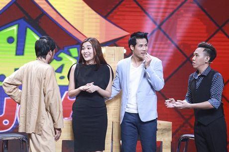 """Nha Cuoi: Hoai Linh nam """"ba dao"""" tren ghe xoay, Xuan Bac """"gai"""" Cao Thai Ha hon minh - Anh 6"""