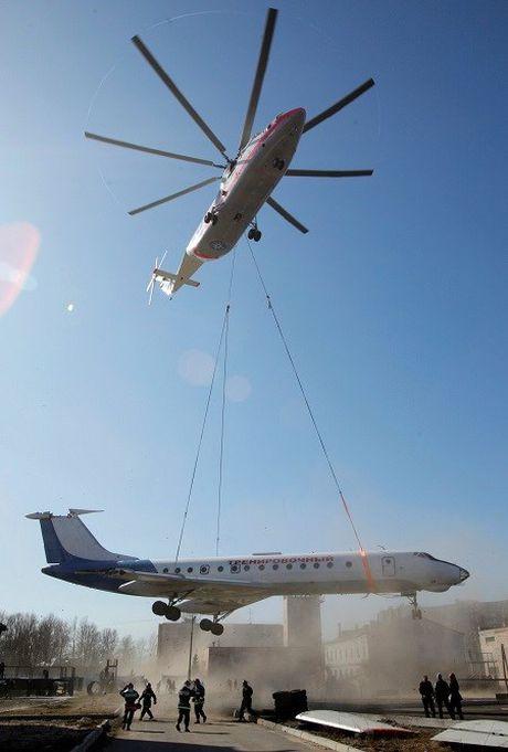 Truc thang Mi-26 len thang tot nhat the gioi cua Nga hien nay - Anh 2
