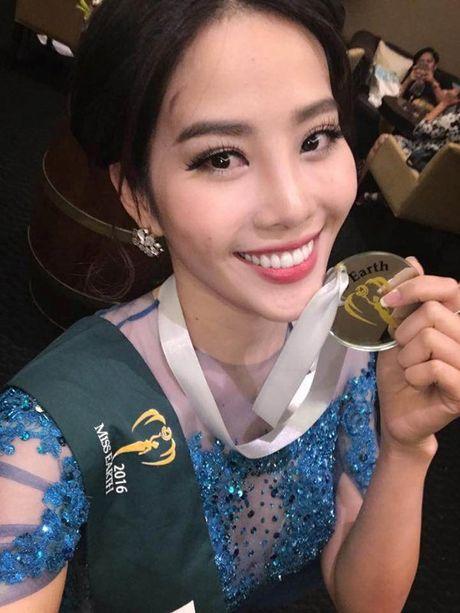 Nam Em bat ngo gianh 'cu dup' giai nhi phan thi phu o Miss Earth 2016 - Anh 3
