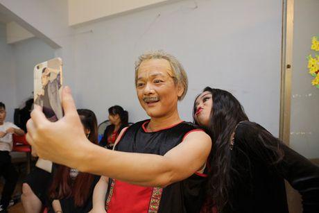 Phuong My Chi - Nam Cuong tro lai san khau 'Guong mat than quen nhi' - Anh 10