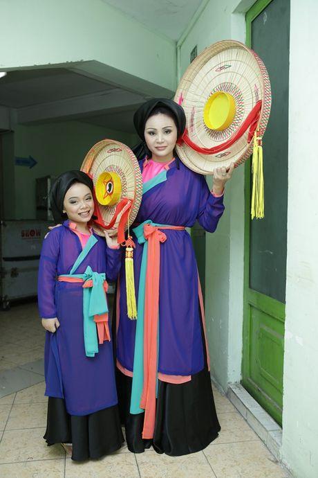 Phuong My Chi - Nam Cuong tro lai san khau 'Guong mat than quen nhi' - Anh 6