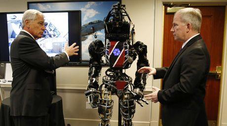 So luong linh robot se vuot binh si My vao nam 2025 - Anh 1