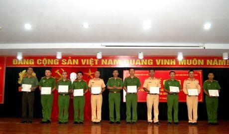 Trao bang cu nhan cho 178 hoc vien he vua hoc vua lam - Anh 1