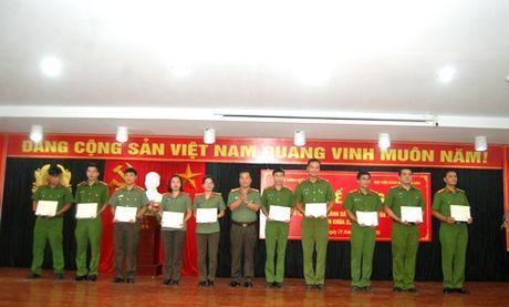 Trao bang cu nhan cho 178 hoc vien he vua hoc vua lam - Anh 2