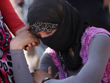 IS su dung nu no le lam la chan de thoat khoi Mosul sang Syria - Anh 1