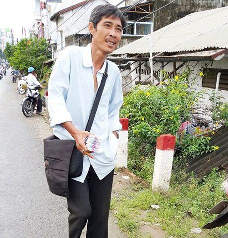 Nguoi ban ve so 92 ty hy vong duoc tang tien de chua benh - Anh 1