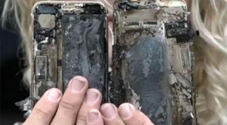 iPhone 7 bat lua va phat no tren xe hoi - Anh 3