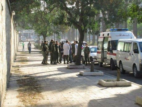 Phien quan Syria phao kich du doi hanh lang nhan dao Aleppo (Video) - Anh 1