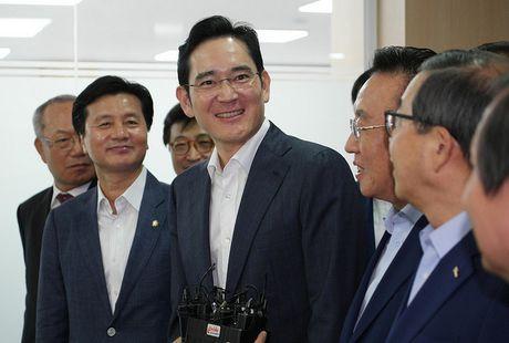 Samsung Electronics bat ngo bi keu goi chia tach lam doi - Anh 1