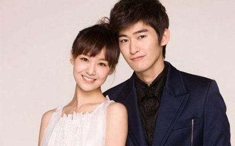 Soai ca Truong Han nam chat tay Co Luc Na Trat, bao ve ban gai khoi dam dong - Anh 1