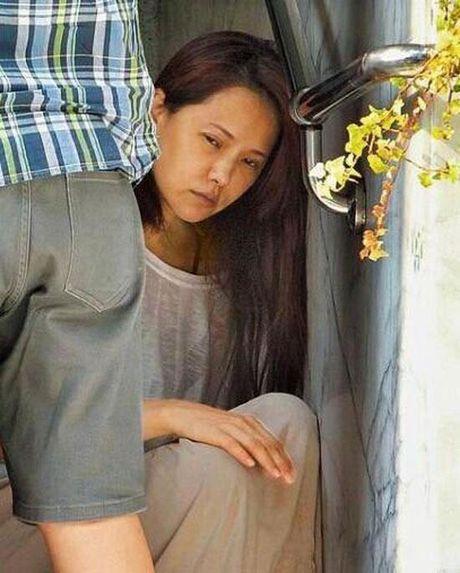 'Nguoi dep khong tuoi' Y Nang Tinh nhan nheo, gia nua sau sinh - Anh 11