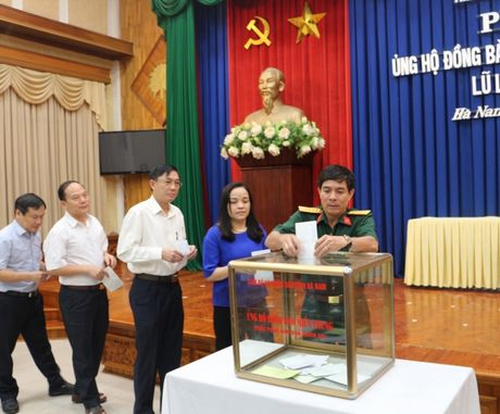 Ha Nam: Hon 1 ty dong chia se cung dong bao mien Trung - Anh 2