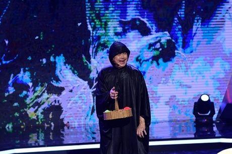 Chi Tai khoe kha nang vu dao tren giay cao got - Anh 3