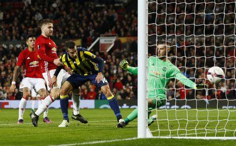 Pogba lap cu dup, Man Utd de bep doi cua Van Persie - Anh 2