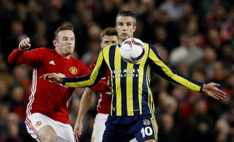 Pogba lap cu dup, Man Utd de bep doi cua Van Persie - Anh 3
