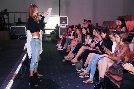 Minh Tu dien quan jeans tre khoe noi y - Anh 3