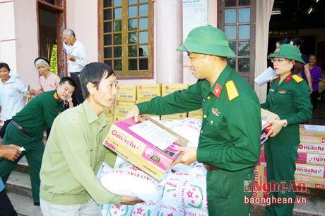 Tham va tang 150 suat qua ba con nhan dan vung lu - Anh 2