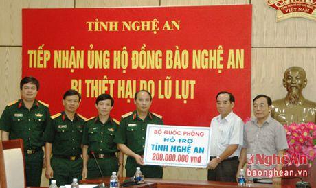 Bo Quoc phong ung ho ba con vung lu Nghe An 200 trieu dong - Anh 1