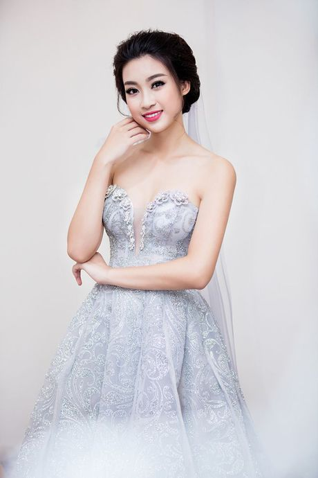 Hoan chuyen tu thien mien Trung, Hoa hau Do My Linh tat bat tham du su kien - Anh 4