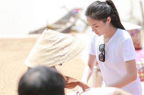 Phan Anh chia se ly do ngung nhan tien ung ho mien Trung; Nam Em gianh tiep huy chuong bac Miss Earth - Anh 10