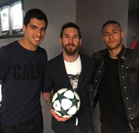 Suarez: 'Toi khong gianh Chiec giay Vang thi se la Messi hoac Neymar' - Anh 2