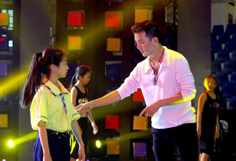Dam Vinh Hung song ca cung thi sinh Nguoi hung ti hon o dem chung ket - Anh 1