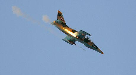 Syria the ban roi may bay Tho Nhi Ky 'xam luoc trang tron' - Anh 1