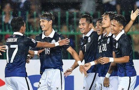 Campuchia nam chung bang voi DT Viet Nam tai AFF Cup 2016 - Anh 1
