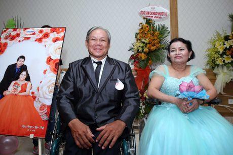 Dam cuoi 'khong lo' 60 cap doi o Sai Gon: Khi con tim nghen lai - Anh 11