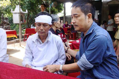 Co gai tre thiet mang khi dang lo cho dan vung lu mien Trung - Anh 2