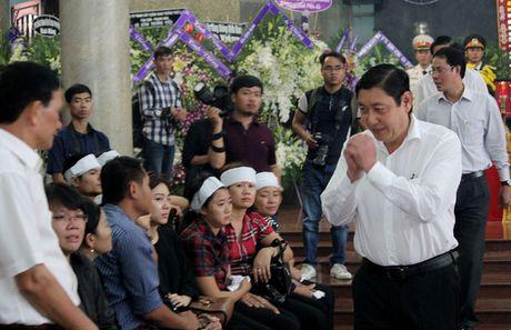 Nen dau thuong tien dua 3 phi cong ve coi vinh hang - Anh 14