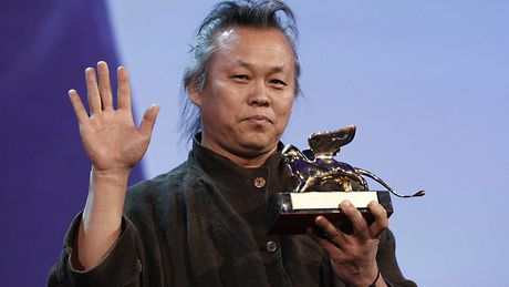 Nghe si Han Quoc doi chinh phu minh bach vu 'danh sach den' - Anh 1