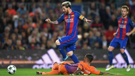 Ronaldo vang mat o doi hinh hay nhat cup chau Au - Anh 10