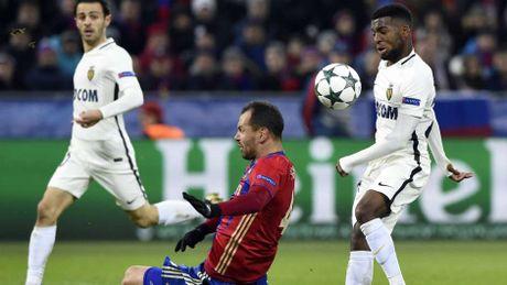Ronaldo vang mat o doi hinh hay nhat cup chau Au - Anh 5