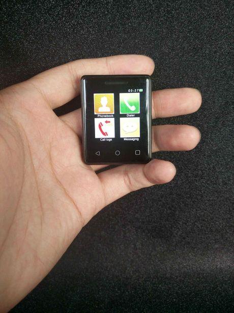 Smartphone nho nhat the gioi ra doi - Anh 1