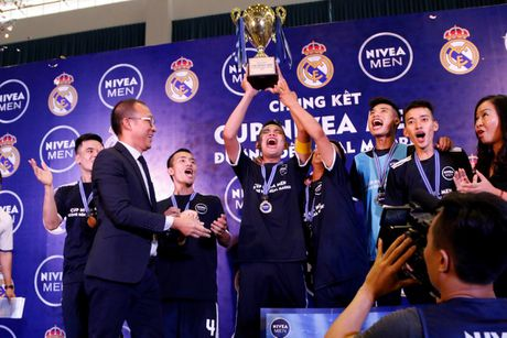 Doi bong phui Ha Noi tap huan cung HLV Real Madrid - Anh 1