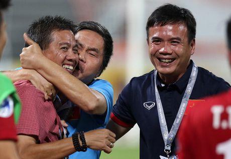 Giot nuoc mat vi hoc tro cua HLV truong U19 Viet Nam - Anh 2