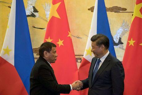 Tong thong Duterte 'ly di' My, khen Trung Quoc - Anh 1