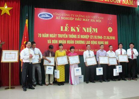 Xi nghiep dau may Ha Noi don nhan Huan chuong Lao dong hang Nhi - Anh 2