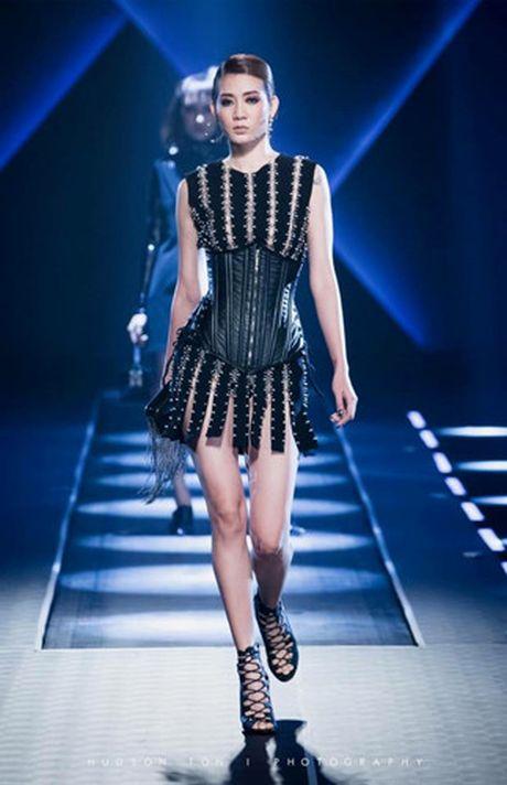 Dan mau Top Model do bo show dien cua NTK Chung Thanh Phong - Anh 12