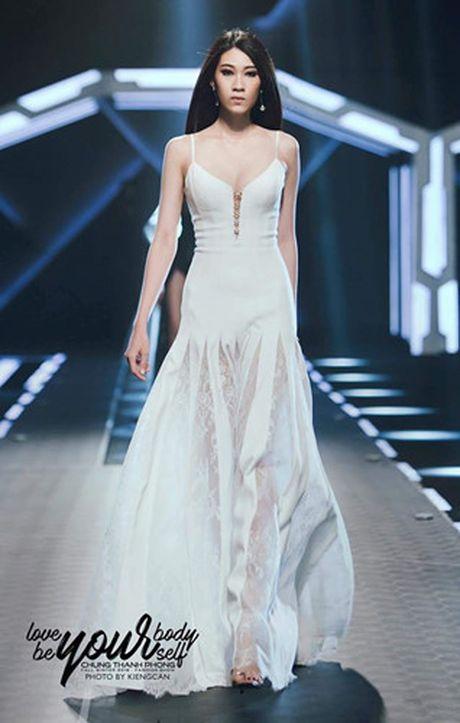 Dan mau Top Model do bo show dien cua NTK Chung Thanh Phong - Anh 13