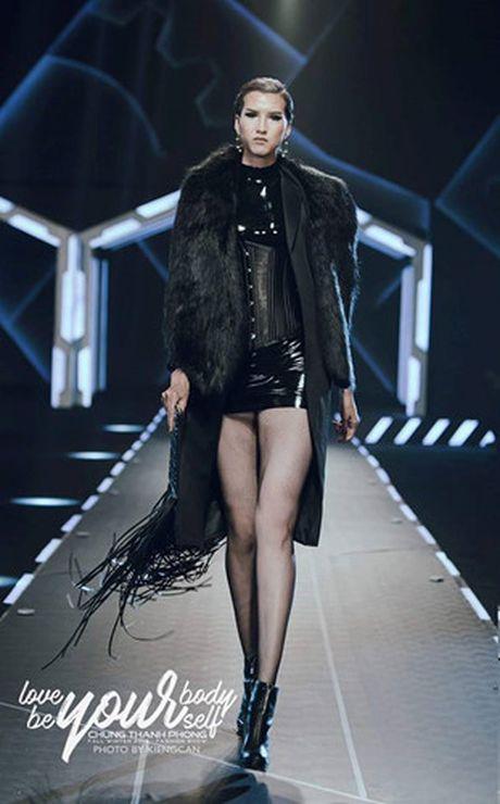 Dan mau Top Model do bo show dien cua NTK Chung Thanh Phong - Anh 3