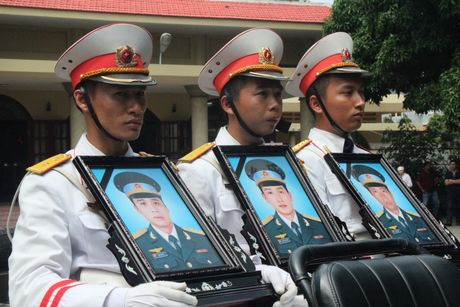 Xuc dong tien biet 3 phi cong hy sinh trong vu roi truc thang - Anh 15