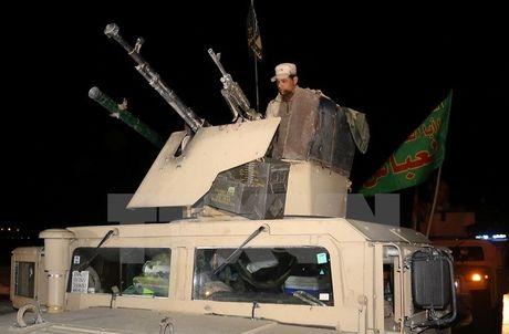Iraq: Nhieu tay sung IS tu cho no tung than minh khi bi bao vay - Anh 1