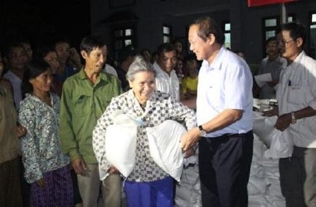 "Bo truong Truong Minh Tuan ""thuong nong"" nguoi hung cuu... - Anh 2"
