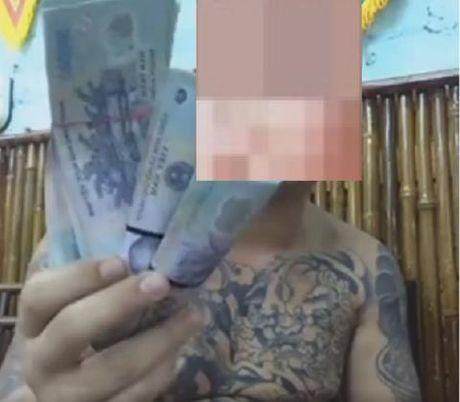 """""""Thanh chui"""" facebook vuong an sau cai nhau voi tiep vien karaoke - Anh 2"""
