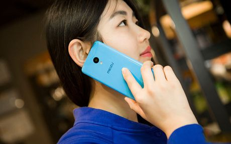 Ngam my nu tren tay smartphone gia re - Anh 1