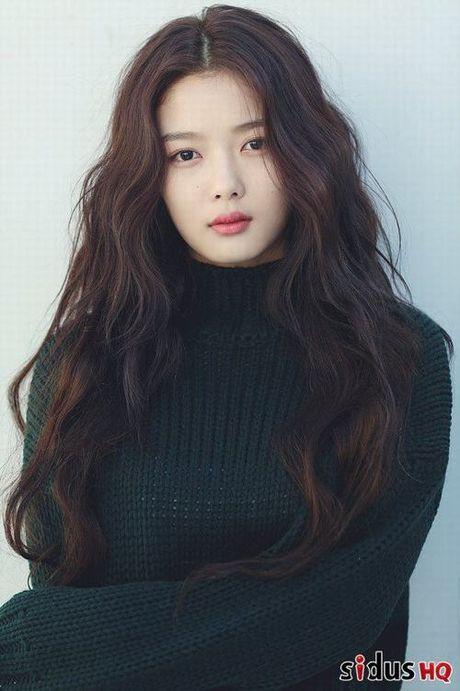 My nhan 17 tuoi trong phim Han bi phat vi canh quay ho hang - Anh 5